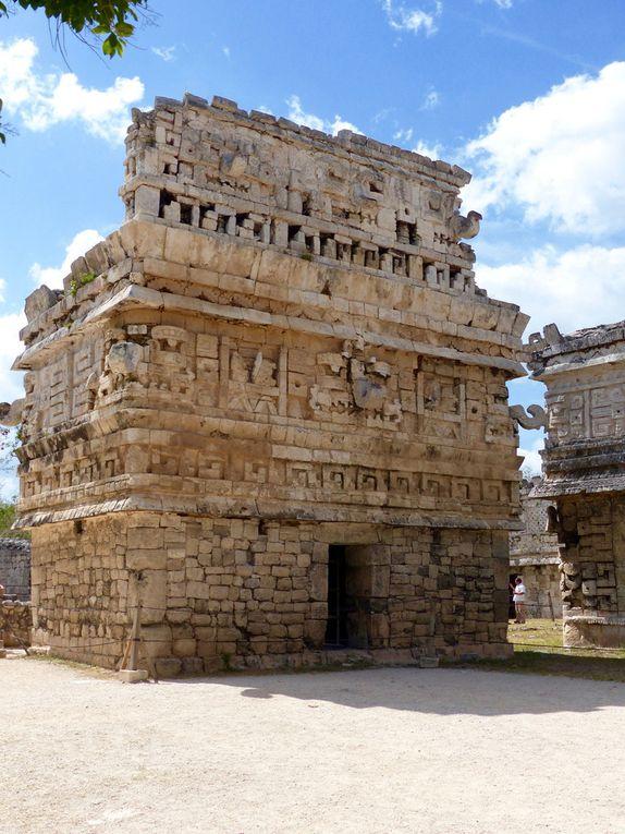 Plusieurs des constructions caractéristiques du site dont l'observatoire (Caracol) dédié à l'observation des étoiles