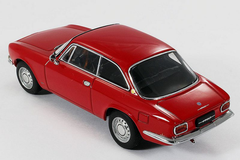 Alfa Romeo 1750 GTV. AutoArt. 1/43ème. Référence 50101.