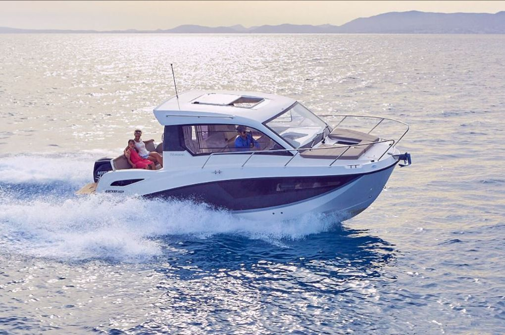 VIDEO - 1.59 minute happiness aboard a Quicksilver Activ 755  Weekend