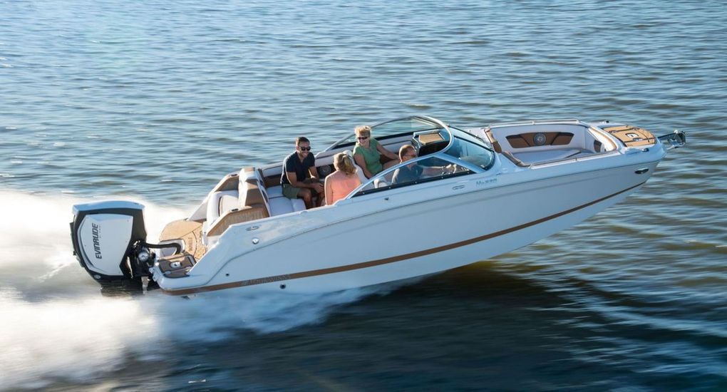 With a choice between an outboard or inboard engine, the new Four Winns HD 220 wants to  seduce all boaters!