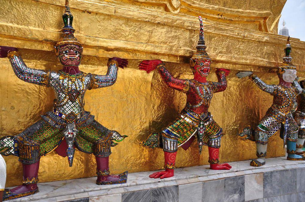 (Le grand palais de Bangkok avec ses Kinari et Yaksha)