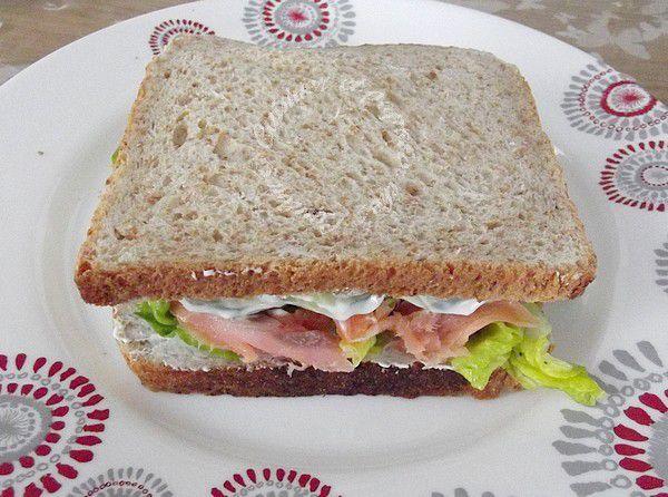 Sandwich au saumon et crudités à ma façon