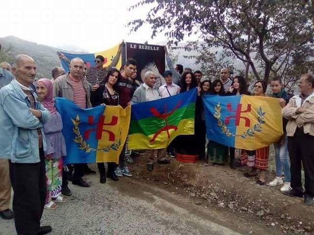 Nadia Matoub en compagnie des militants souverainistes du MAK