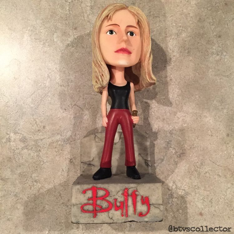 """Les statues """"Buffy Summers""""."""