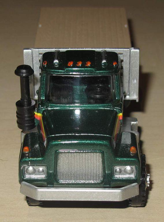 Box Truck Santa Fe et Mack Truck de chez MENARDS