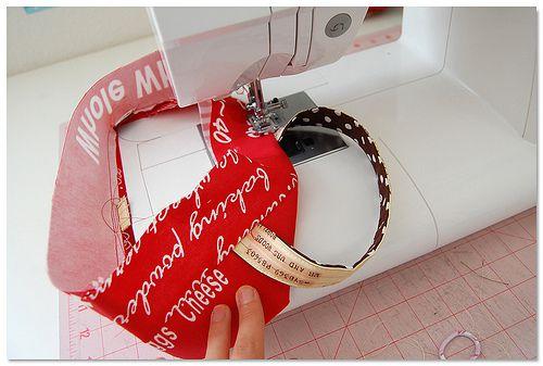 Préparer la bordure du haut du panier en insérant les poignées ! Clic sur le images pour voir l'assemblage à exécuter !