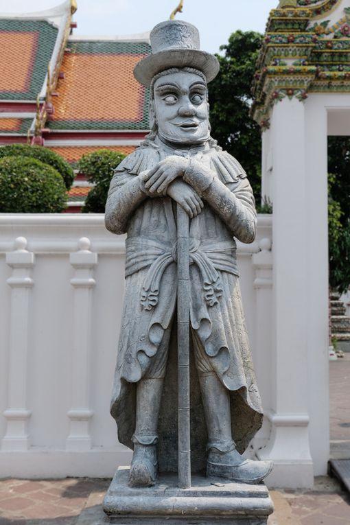 Wat Arun et Wat Pho : Ces statues chinoises en pierre servaient de lest aux bateaux de commerce (cliquez pour dérouler)