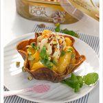 Corolles caramélisées aux pêches poêlées miel et vanille et Crème glacée Carte d'Or Façon Glacier Saveur Crème Brûlée