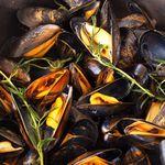 Moules marinières au Pineau et à la Sarriette