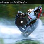 VIDEO - course poursuite sur l'eau, entre un jet ski et une motoneige