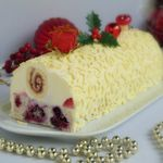 Buche surprise, coco et fruits rouges