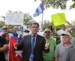 Cubanos en Miami protestan contra empresa 'Carnival' porque no permitirá abordar cruceros a la isla