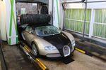 Une Bugatti Veyron au lavage automatique