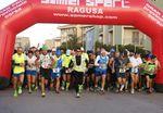 Hybla Barocco Marathon 2016 (13^ ed.). Entusiasmo e sano spirito sportivo, con una folta partecipazione anche internazionale. La vittoria al ragusano Andrea Ragusa