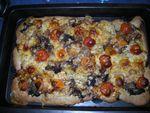 Focaccia tomates cerises,oignons frais et tomme de Savoie