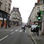 """Comment l'automobiliste peut-il comprendre que même avec le """"feu vert"""" il faut laisser la priorité aux piétons qui traversent et qui eux n'ont pas de feux piétons ? - Violence Routière 41 - Bougez autrement à Blois - Bougez autrement dans le val de Loire -"""