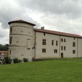 Château des barons d' Ezpeleta , Espelette ( Pyrénées-Atlantiques 64 ) A - ONVQF.over-blog.com