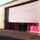 Impatientes devant la magasin de Tissus - crea.vlgomez.photographe et bricoleuse touche à tout.over-blog.com