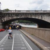 Un P'tit Vélib sur les quais de Seine - Lulu from Montmartre