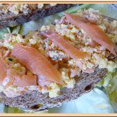 Tartines d'œufs brouillés au saumon fumé