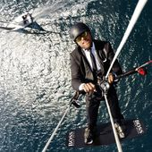Et à présent le SKY WALK de Alex THOMSON : HUGO BOSS - Marketing des marques - OOKAWA Corp.