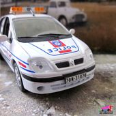 FASCICULE N°8 RENAULT SCENIC POLICE NATIONALE 2002 UNIVERSAL HOBBIES 1/43 - car-collector