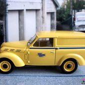 FASCICULE N°33 RENAULT R2101 DAUPHINOISE 1963 LA POSTE UNIVERSAL HOBBIES 1/43 - car-collector