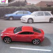ASTON MARTIN V8 VANTAGE HOT WHEELS 1/64 MINIATURE DE CARCOLLECTOR - car-collector.net
