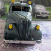 FOURGON DE POLICE 1948 TEKNO 1/43 - car-collector.net