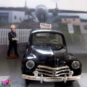 RENAULT 4CV POLICE 1954 SOLIDO 1/43 - car-collector.net
