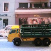 MB4-d. DODGE CATTLE TRUCK - CAMION FOURRAGERE MATCHBOX 1/86 - car-collector.net