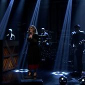 Adele chante Water Under the Bridge dans le talk de Jimmy Fallon (vidéo). - LeBlogTvNews