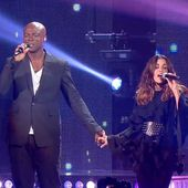 Jenifer et Seal reprennent Kiss from a rose à Bercy (vidéo). - LeBlogTvNews