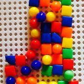 Dessiner/composer avec les clous en plastique (avec des enfants de 4 et 5 ans) - Le blog de fannyassmat, le quotidien d'une assistante maternelle en mille et une anecdotes