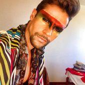 João Bittencourt portant un beau maquillage artistique masculin