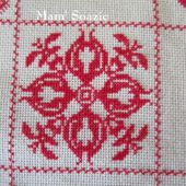 SAL : Plaid Broderie Rouge... Grille 26 / F2 - Chez Mamigoz