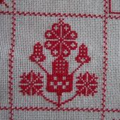SAL : Plaid Broderie Rouge... Grille 77/B6 - Chez Mamigoz