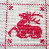 SAL : Plaid Broderie Rouge... Grille 22/H6 - Chez Mamigoz