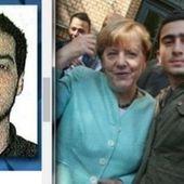 La coupe est pleine = Angela Merkel faisant un selfie avec l'un des futurs kamikazes de Bruxelles. - MOINS de BIENS PLUS de LIENS