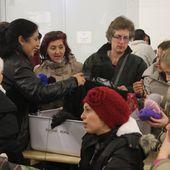 Ergänzt um Livemusik in der NUK - Welle der Hilfsbereitschaft in Veitshöchheim für rund 300 Asylsuchende in der Kasernen-Notunterkunft - U.a. gemeinsames Häkeln - 140 Bürger engagieren sich in vier Arbeitskreisen - Veitshöchheim News