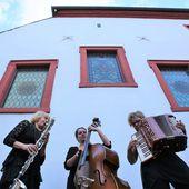 Klezmers Techter begeisterten 135 Zuhörer beim 3. Sommerkonzert im Veitshöchheimer Synagogenhof - Veitshöchheim News