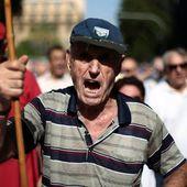 BAISSE des pensions en GRÈCE : grenades lacrymogènes contre retraités ! Merci Tsipras ! - Commun COMMUNE [El Diablo]