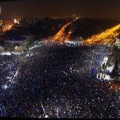 """ROUMANIE : """" HALTE À LA CORRUPTION ! """" dans tout le pays, les plus importantes manifestations depuis la chute de Ceausescu en 1989 - Commun COMMUNE [le blog d'El Diablo]"""