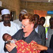 Bono visite sans-abri au Nigeria 28/08/2016 - U2 BLOG