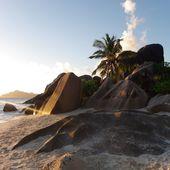 La Digue sa plage Anse Source d'Argent aux Seychelles, bons plans voyage et astuces - Hélène SF