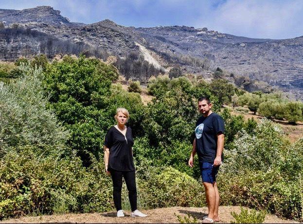 Deux des créateurs, membres de ce collectif, Rémy Carmona et Corinne Lecullier, à Sisco, où réside le premier, commune dont le territoire a été ravagé, le 11 août, par des flammes destructrices. Photo Jonathan Mari