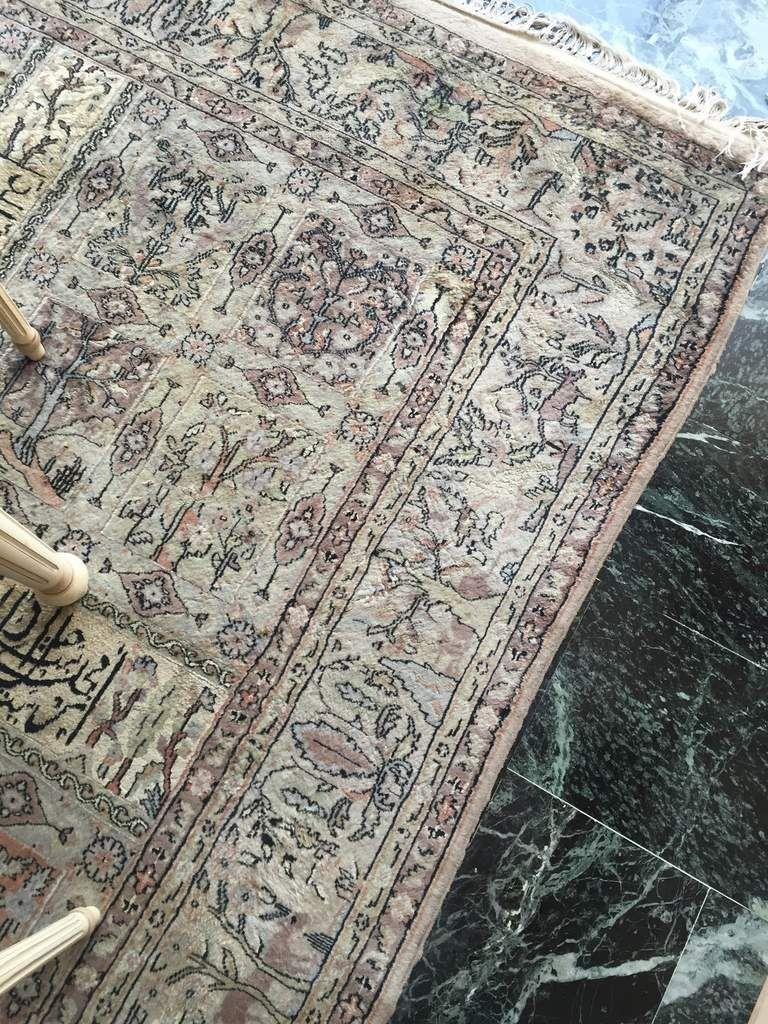 Tapis après nettoyage à l'endroit de la tache (pipi de chien)
