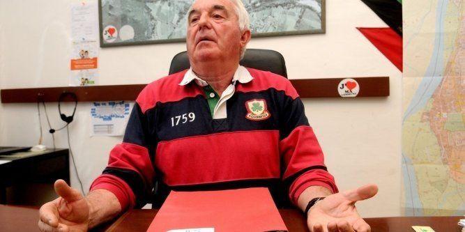 Héroïsme populaire : Face aux migrants imposés par le préfet, un maire démissionne