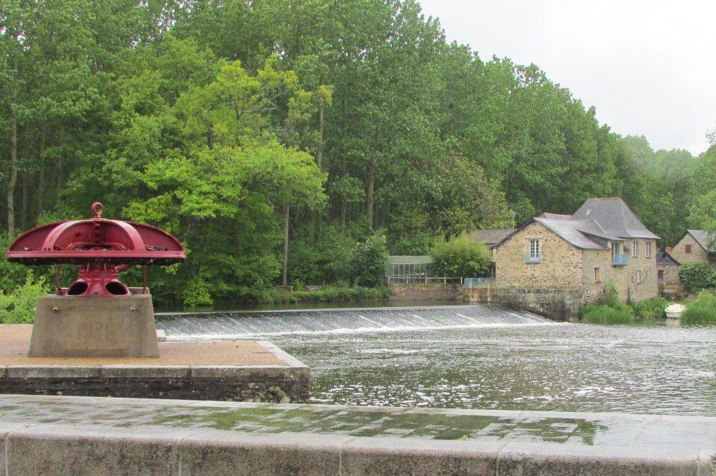 Samedi 6 Mai :première journée en Mayenne sous la pluie! De Château-Gontier à Saint Berthevin : 49 km