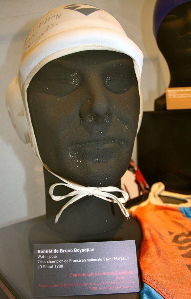 Bonnet de Bruno Boyadjian, de Valence, champion de France de water-polo, qui a participé en 1988 aux J.O. de Séoul.